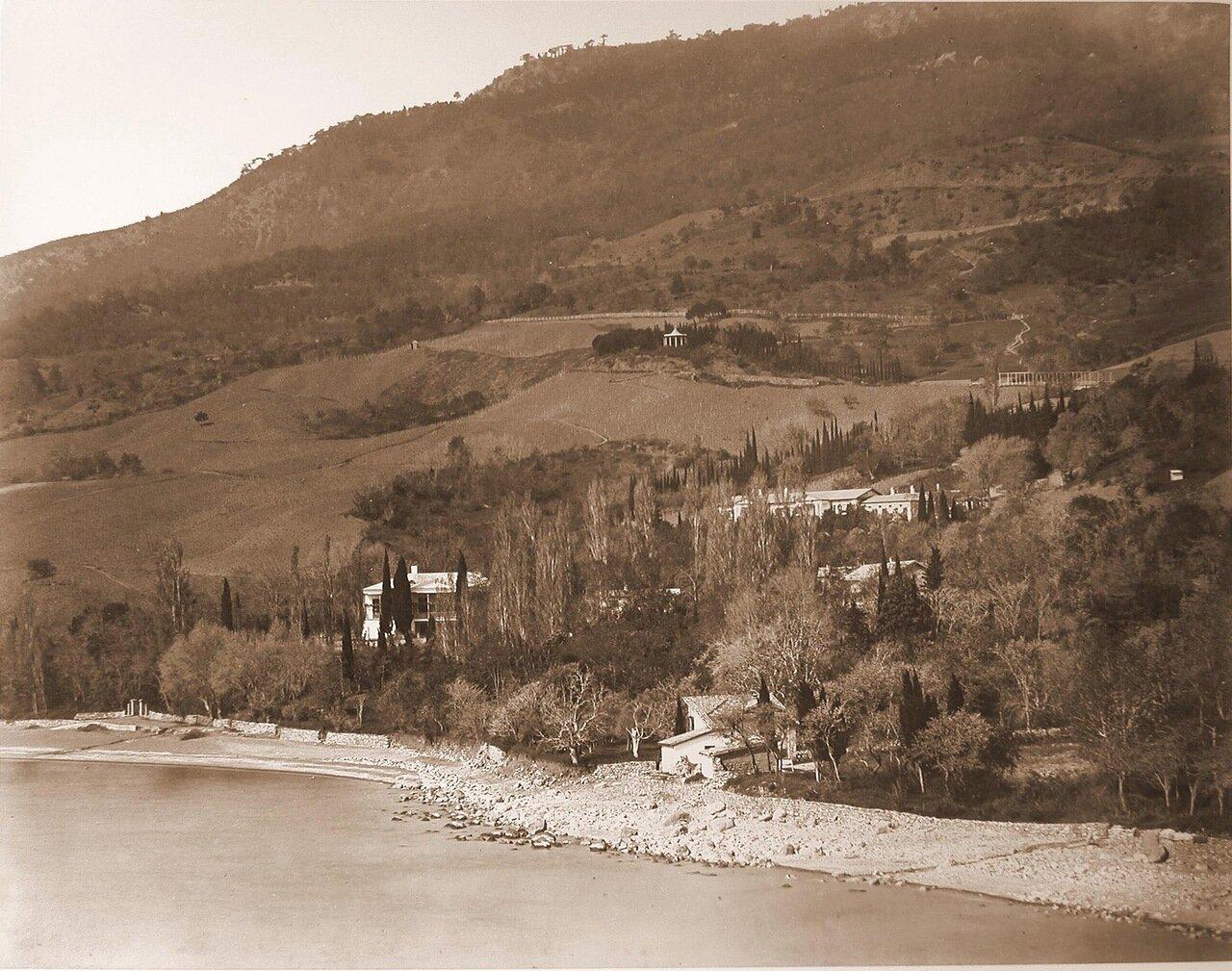 33. Вид на усадебный дом и территорию имения с парком со стороны моря
