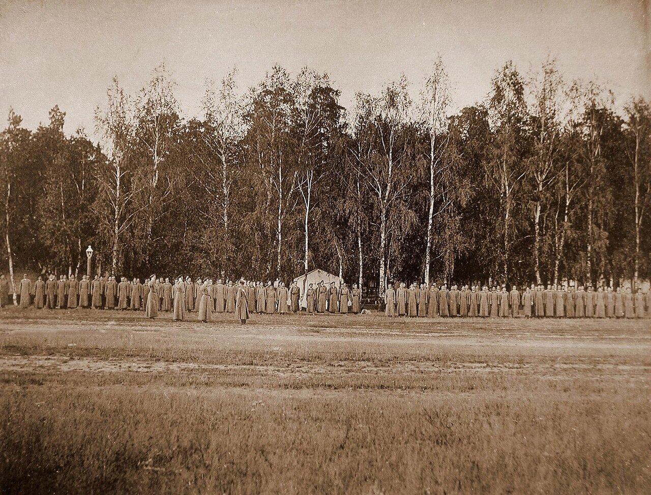 21. Юнкера в строю перед началом смотра ранним утром («Заря»)