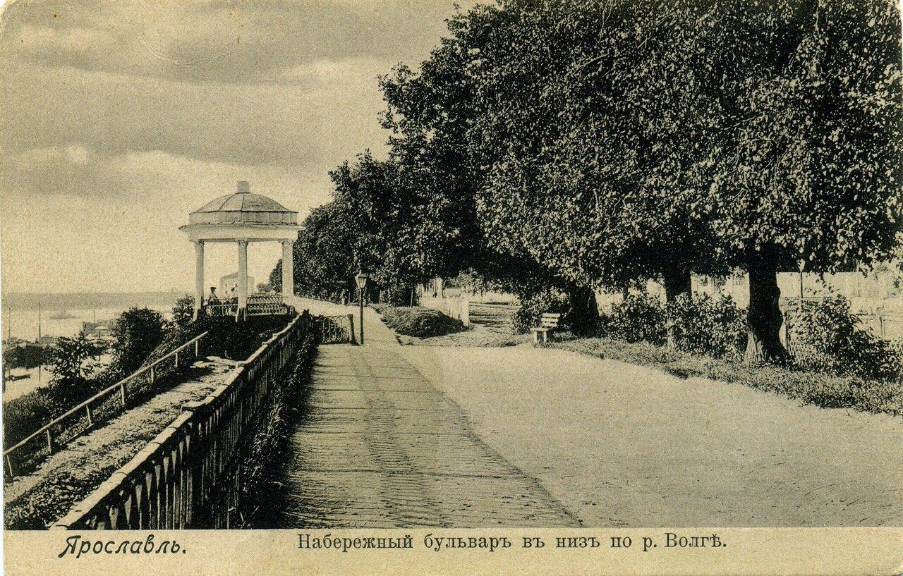 Набережный бульвар вниз по реке Волге