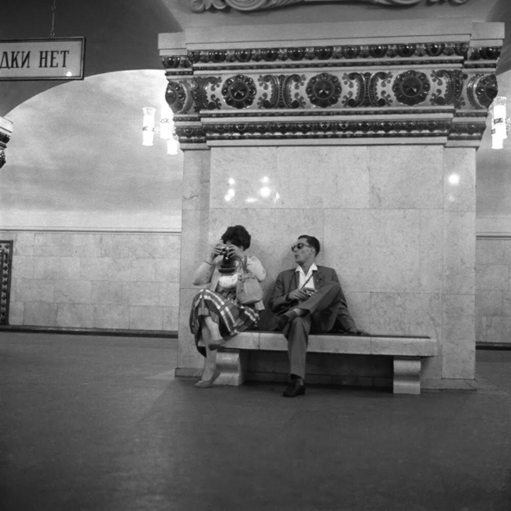 Москва. В метро