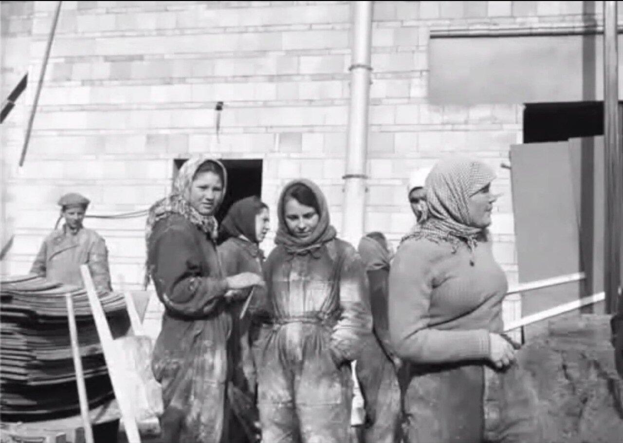 Москва. Женщины на стройке