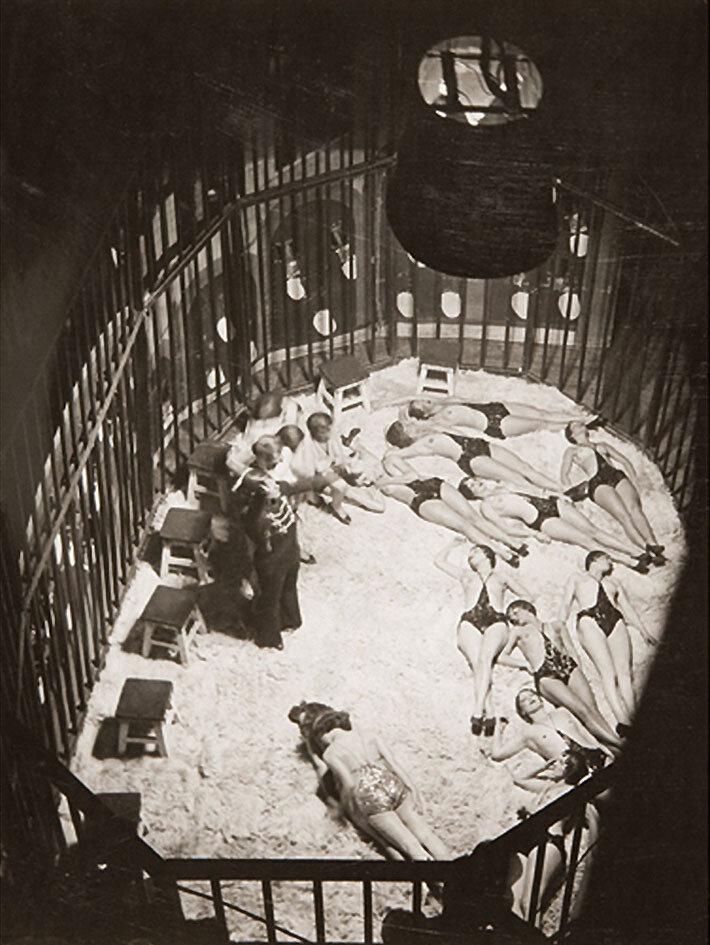 1932. Фоли-Бержер. Клетка для диких зверей