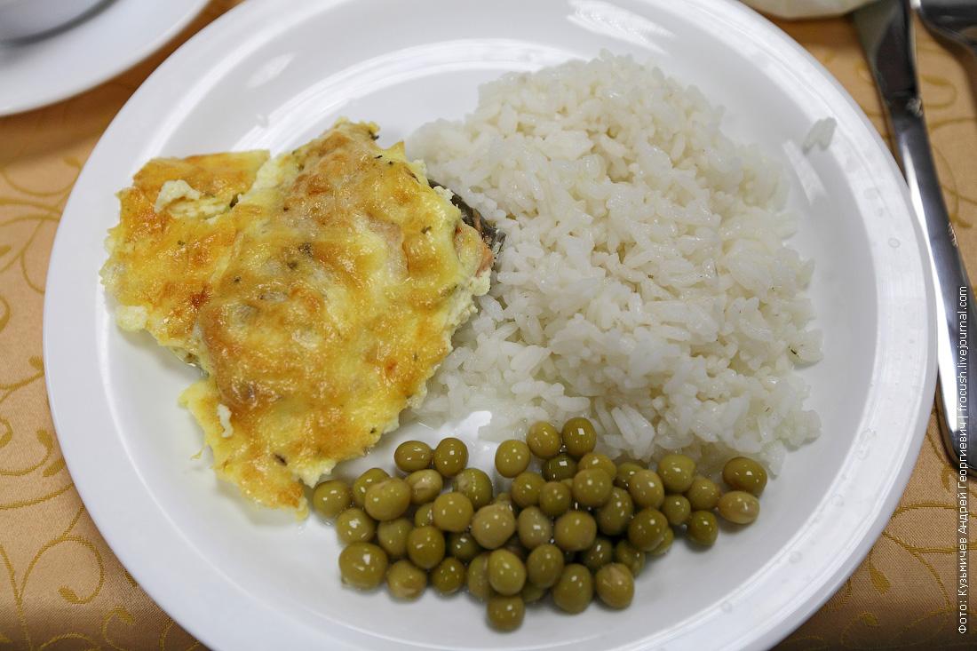 Горбуша запеченная с сыром, рис отварной