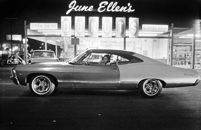 Van Nuys Boulevard cruise night, 1972. Photos by Richard McCloskey80.jpg