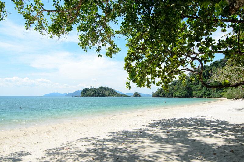 Частный закрытый пляж дорогого отеля