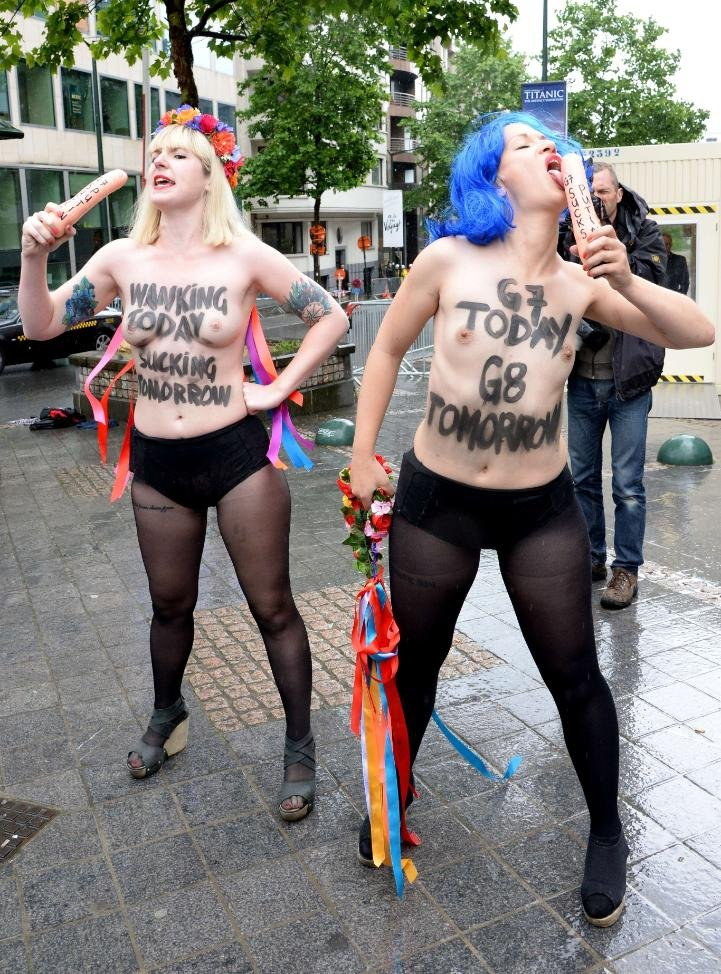 Две активистки FEMEN отсосали Путину в Брюсселе