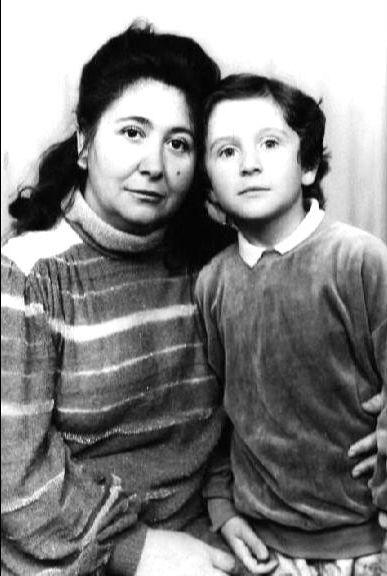 Уже подросший Славик с мамой (29.05.2014)