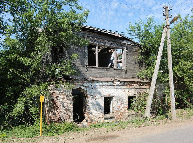 Старый дом на перекрёстке Подъячево