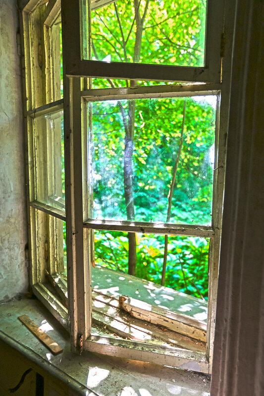 Окно восточной залы
