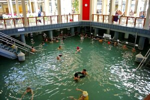 Горячая вода термального источника Хевиз