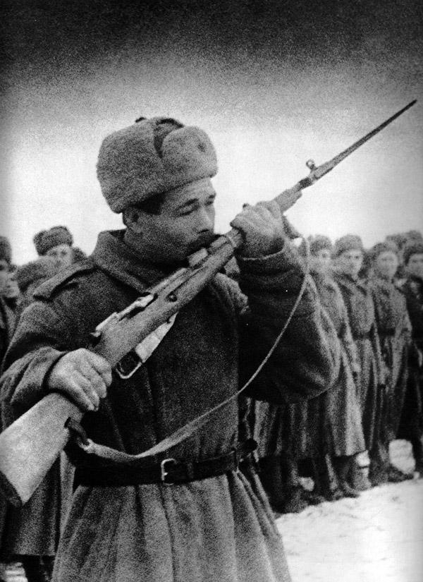 Sovetskaya-epoxa-v-znakovyx-fotografiyax-Markova-Grinberga-20-foto