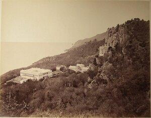 Вид на дворец великого князя Константина Николаевича с Крестовой горы (архитектор А.И.Штакеншнейдер, 1842-1852); справа - беседка-ротонда на скале.