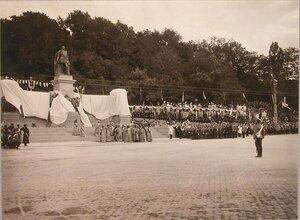 Молебен у памятника императору Александру II.