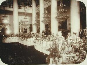 Члены императорской фамилии и приглашенные лица в Колонном зале Российского благородного собрания (ул.Большая Дмитровка) во время торжественного обеда;