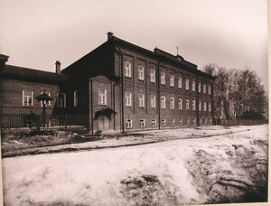 Общий вид здания училища.