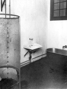 Умывальная и ванная комната.