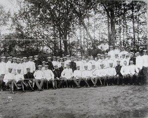 Группа офицеров полка во время отдыха в саду.