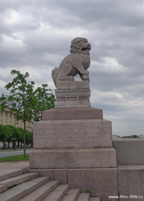 Известные скульптуры Ши-Цза. Это левая скульптура.