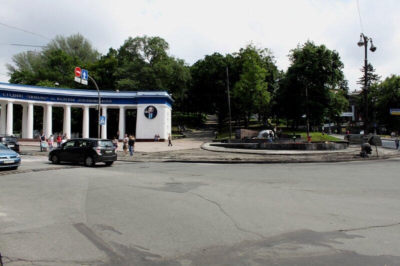 Перекресток Грушевского и Петровской аллеи