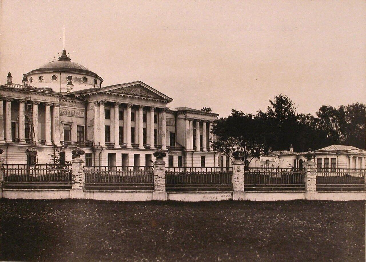 Вид главного фасада Останкинского дворца в усадьбе Шереметевых