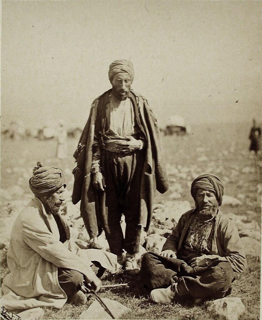 Группа местных жителей-турков