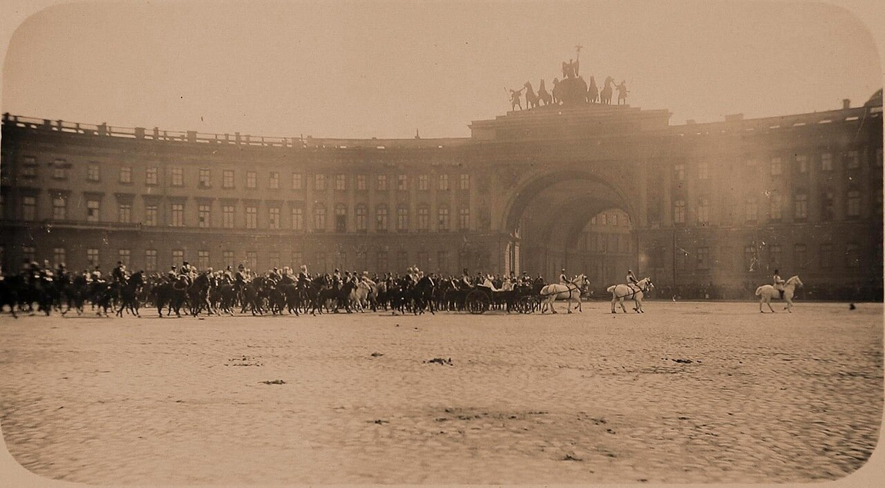 04. Конные батареи  и Первая кавалерийская дивизия в день смотра на Дворцовой площади