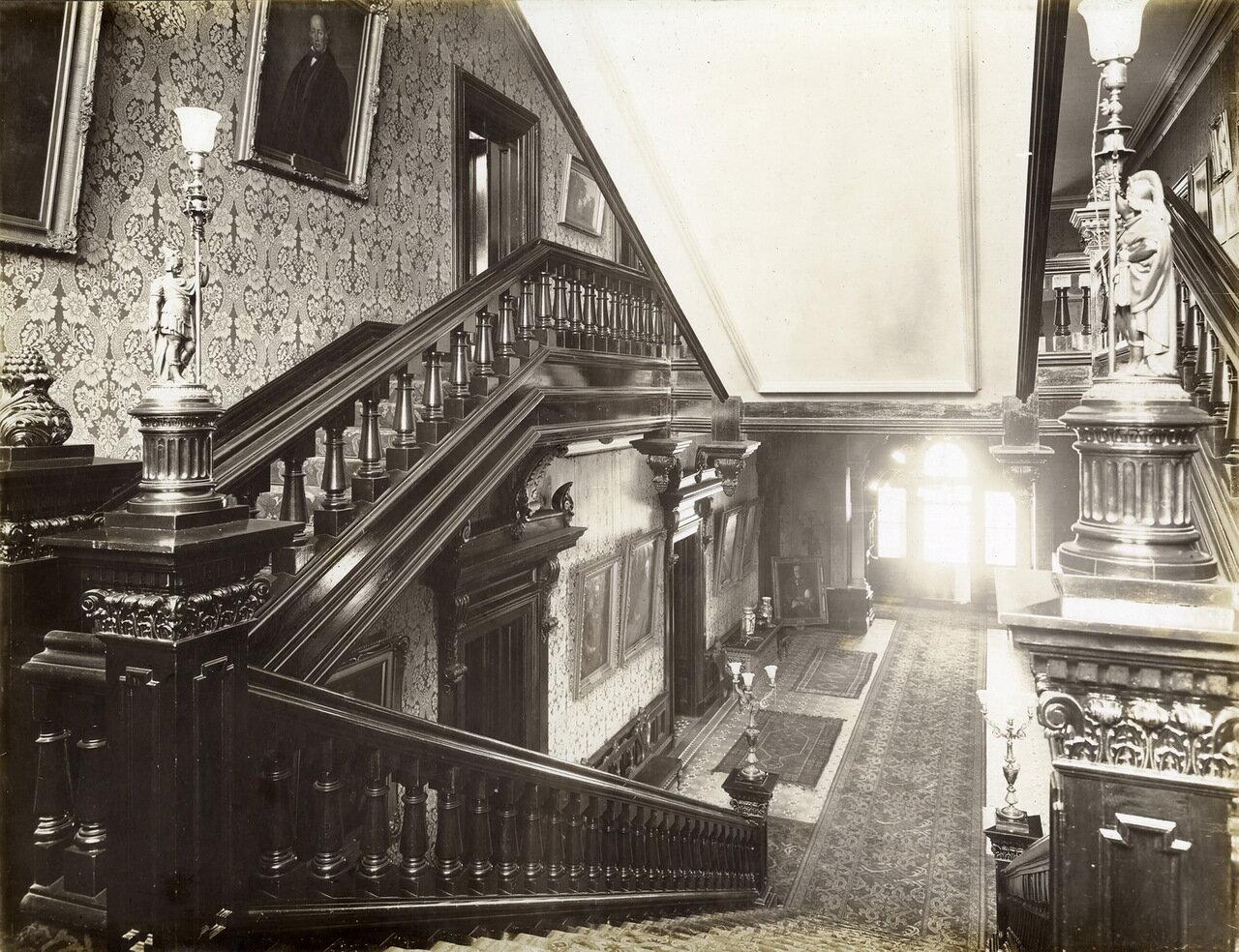 Лестница, Вид на цокольный этаж