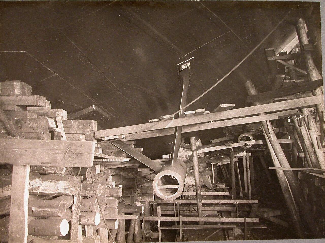 29. Приготовленные к расточке кронштейны валов гребных винтов строящегося линейного корабля «Полтава». 6 мая 1911 г.