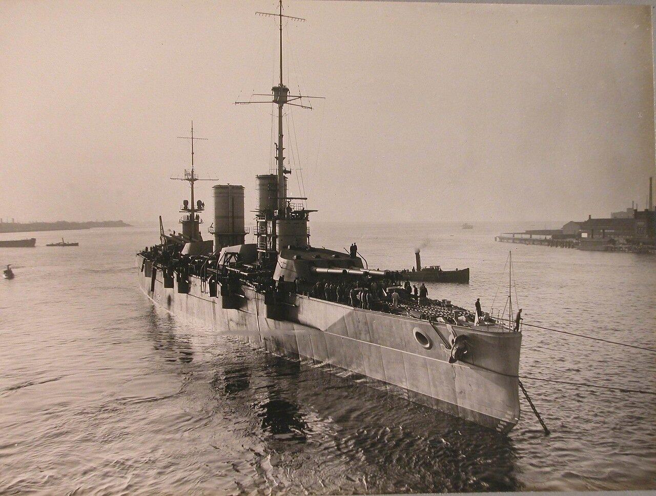 119. Линейный корабль «Полтава» на Неве после вывода его из бассейна Адмиралтейского завода. октябрь 1914 г.