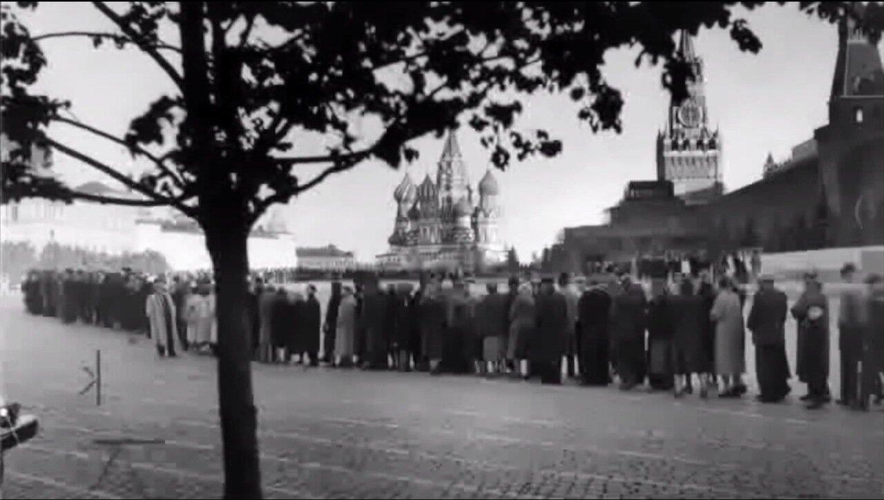 Москва. Очередь в Мавзолей