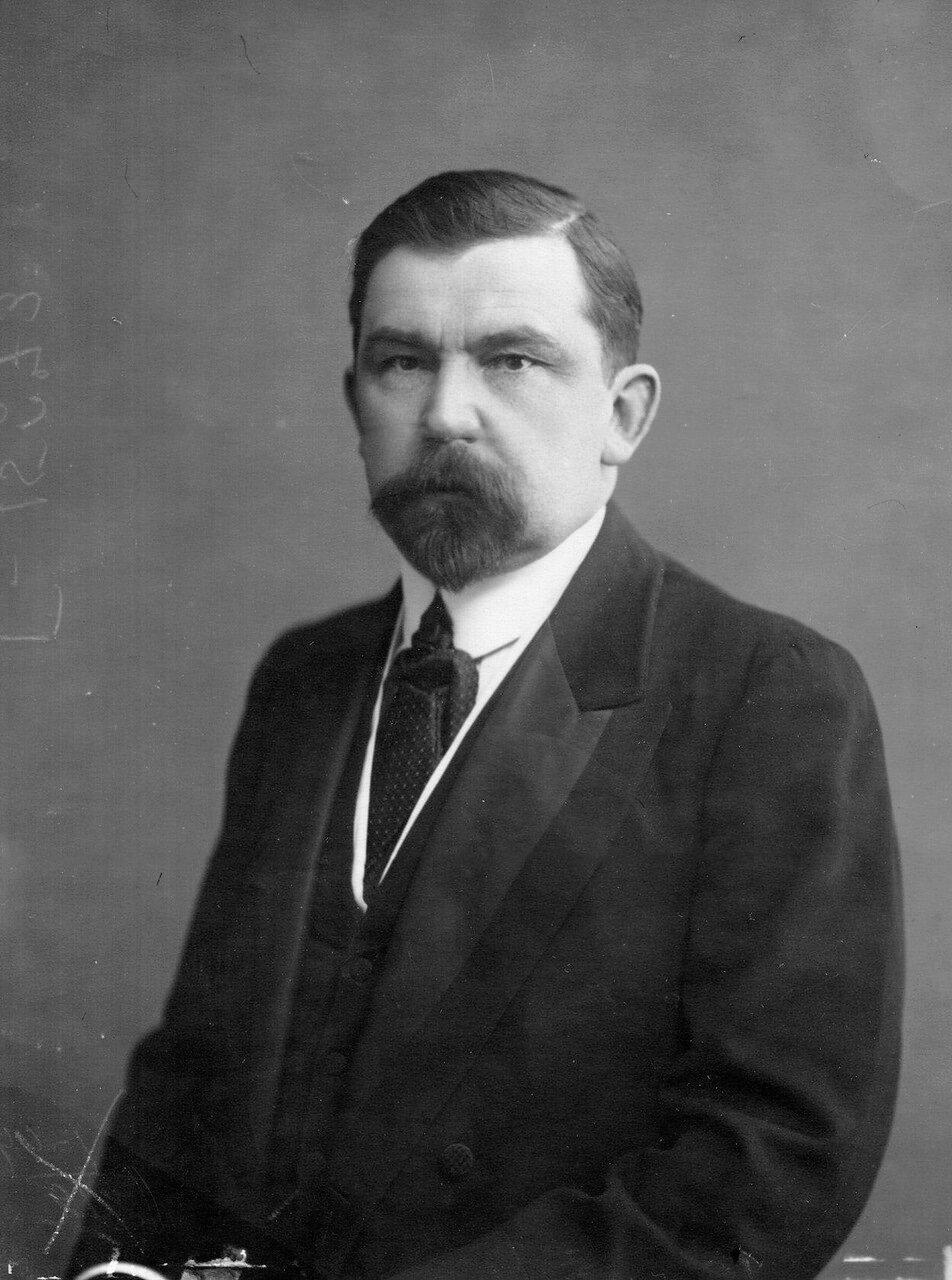 Доцент по истории искусств Полиевктов, Михаил Александрович (1872—1942) — специалист по российско-грузинским отношениям и истории Кавказа