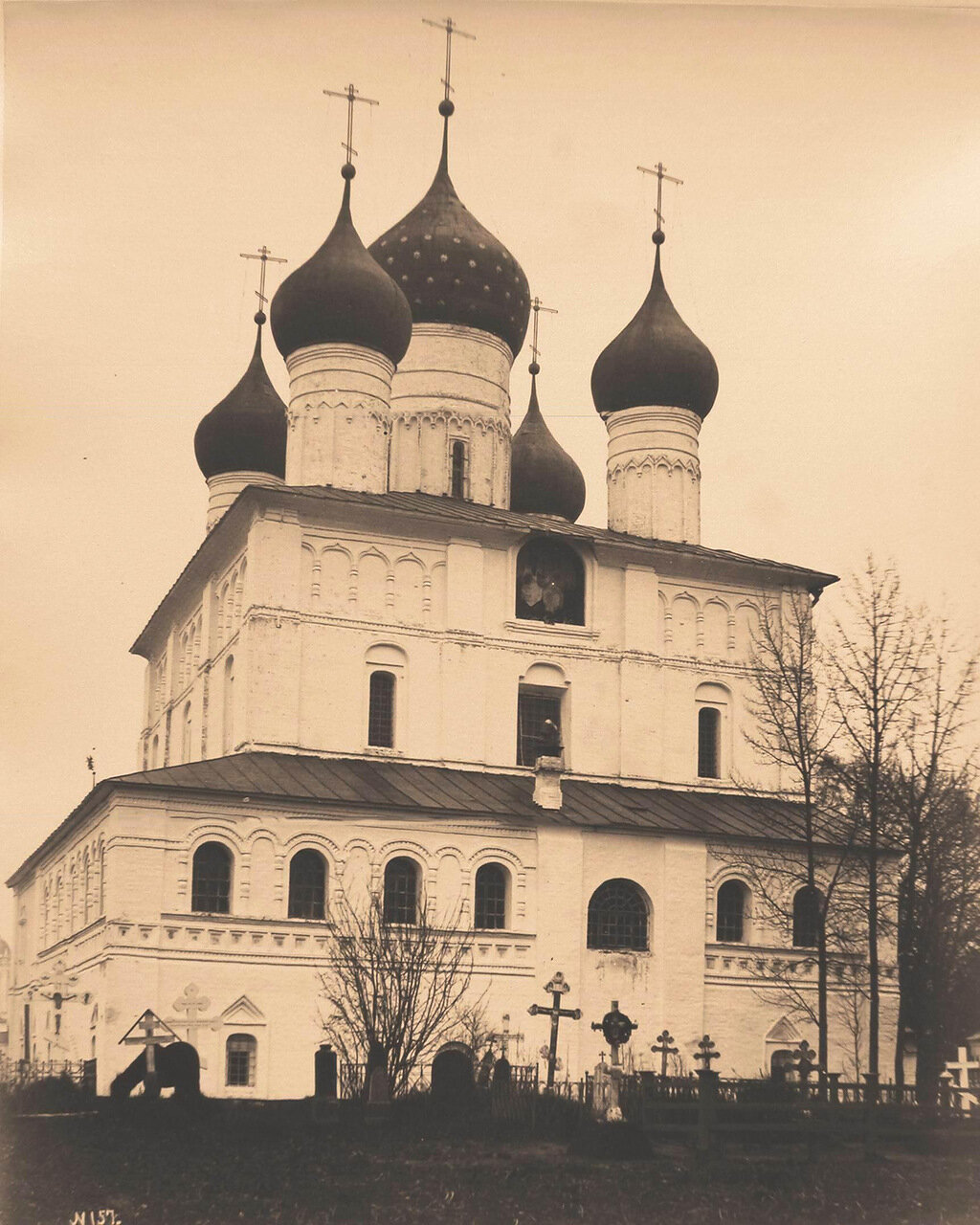 Вид на Спасский собор (церковь Спаса на Песках; построен в 1603 г.) Спасо-Яковлевского монастыря