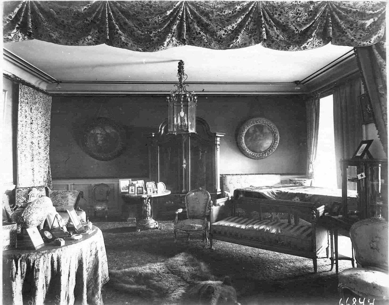14. Часть дамской гостиной