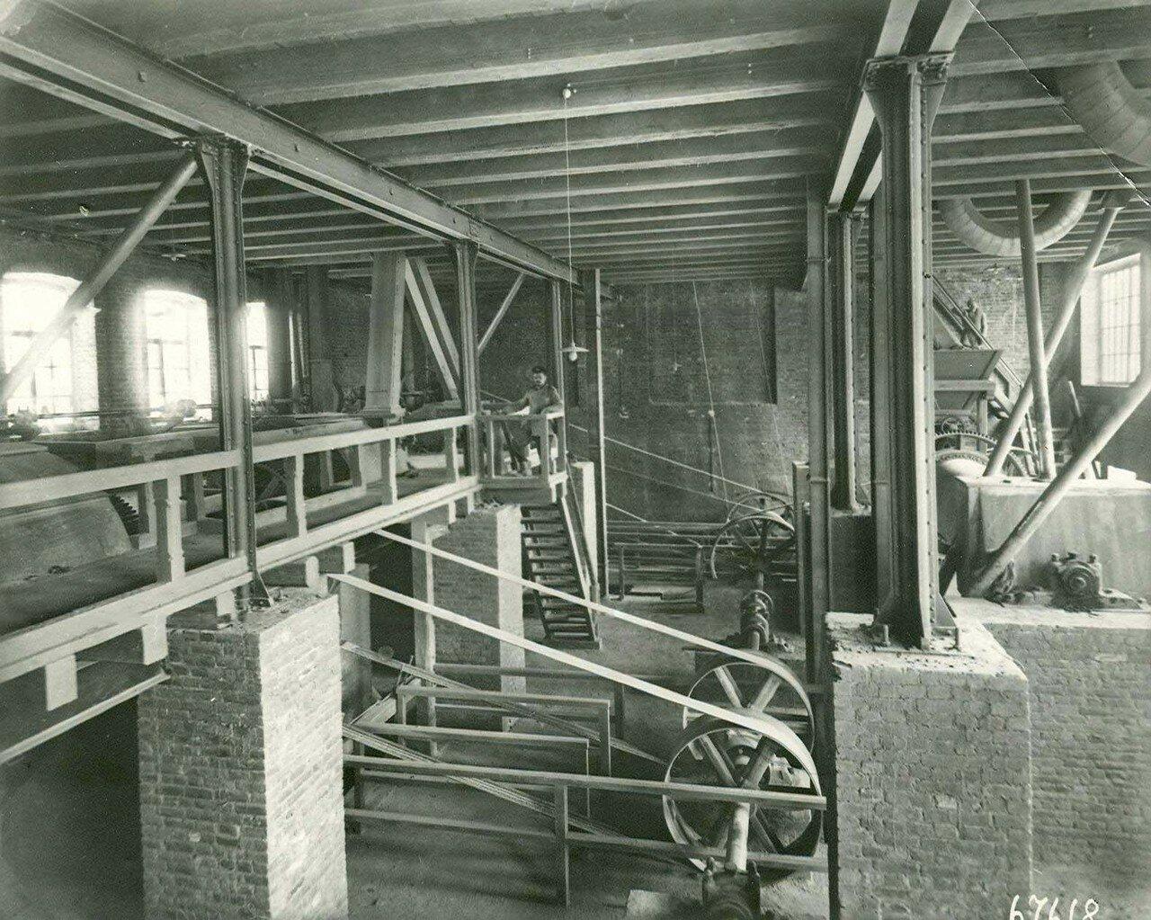 05. Внутренний вид одного из цехов завода