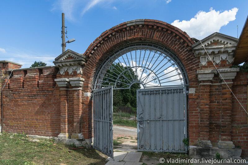 Восточные ворота Крестовоздвиженского монастыря