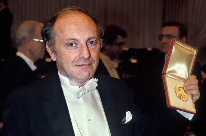 В 1987 году Бродскому была присуждена Нобелевская премия по литературе с формулировкой «за всеобъемл