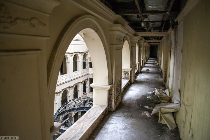 Будущий гостиничный комплекс должен был включать в себя пять ресторанов, «шведский стол», шесть баро