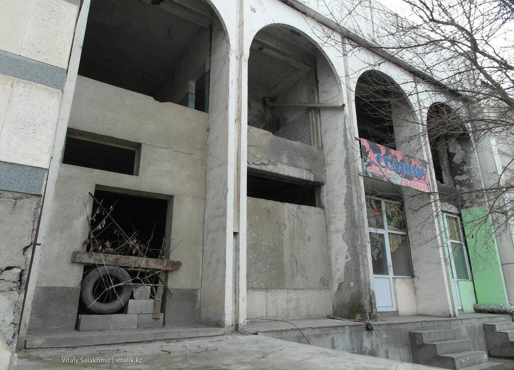 Ошский автовокзал сбоку