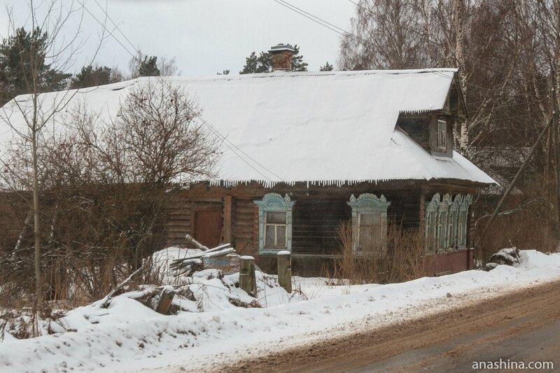 Старый дом около дороги, Ярославская область