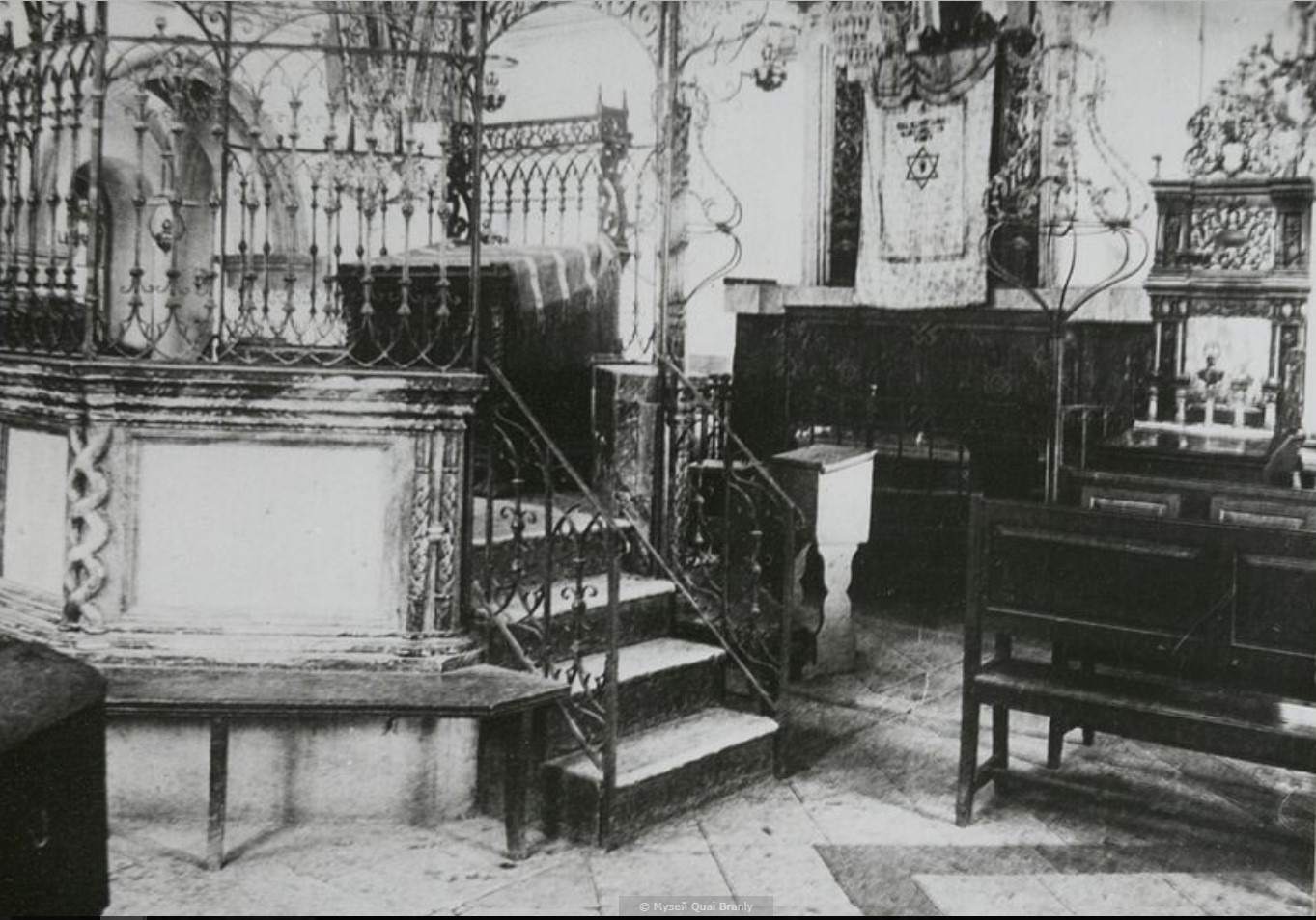 Иерусалим. Интерьер синагоги