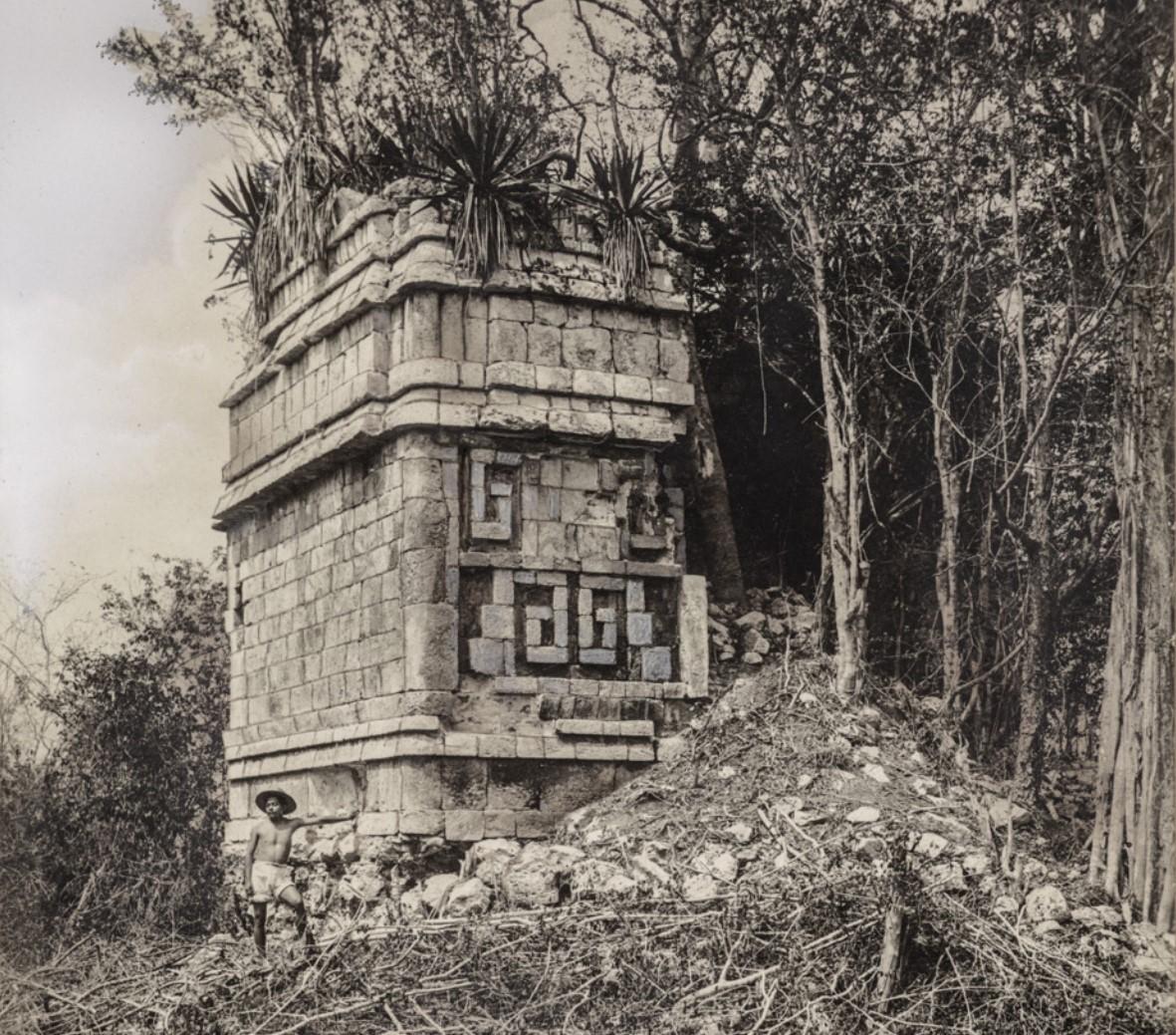 03. Развалины здания в руинах майя Дзебкабун