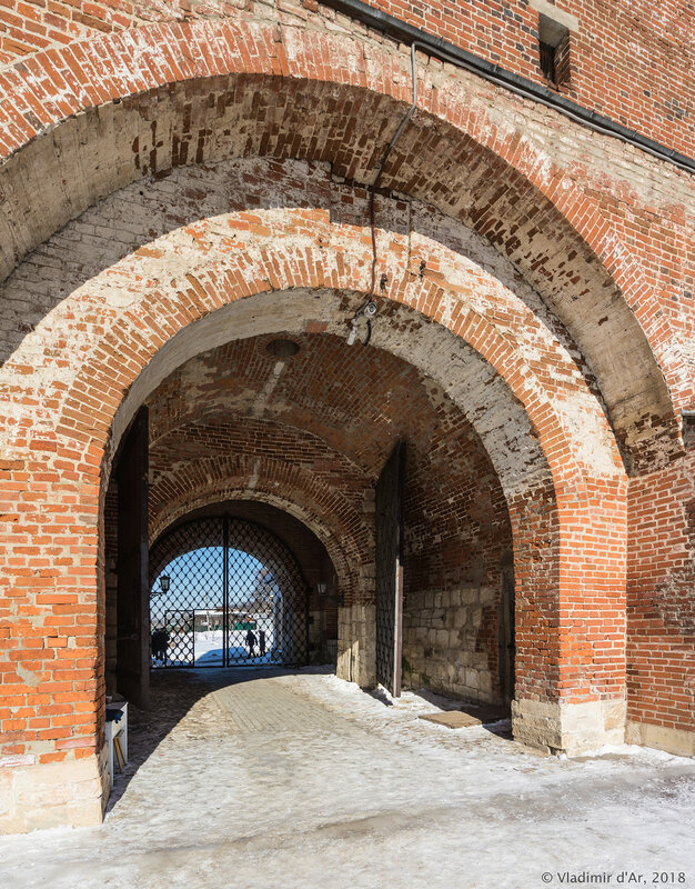Никольские ворота. Зарайский кремль.