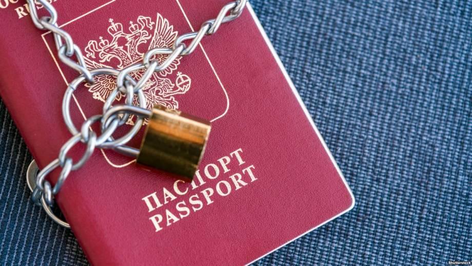 Вслед за Британией российских дипломатов высылают 14 стран ЕС и США