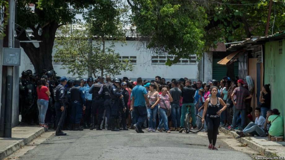 В Венесуэле 68 человек сгорели в полицейском участке