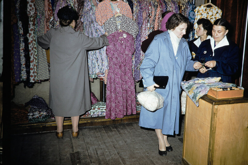 Russia, women at dress shop in Moscow
