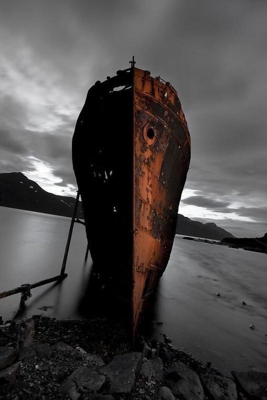 0 182c05 eb7520b3 orig - На мели: фото брошенных кораблей