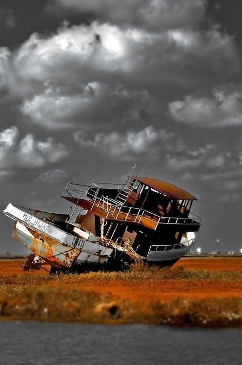 0 182c0f 737f8727 orig - На мели: фото брошенных кораблей