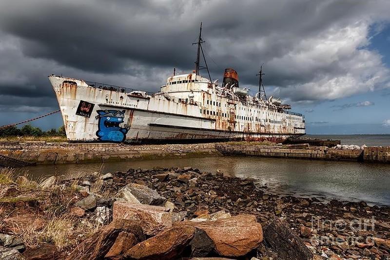 0 182c23 e0c883f4 orig - На мели: фото брошенных кораблей