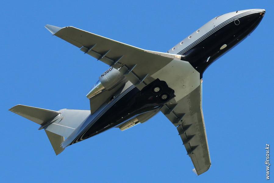 Challenger_604_N360PL_Private_3_ALA.JPG