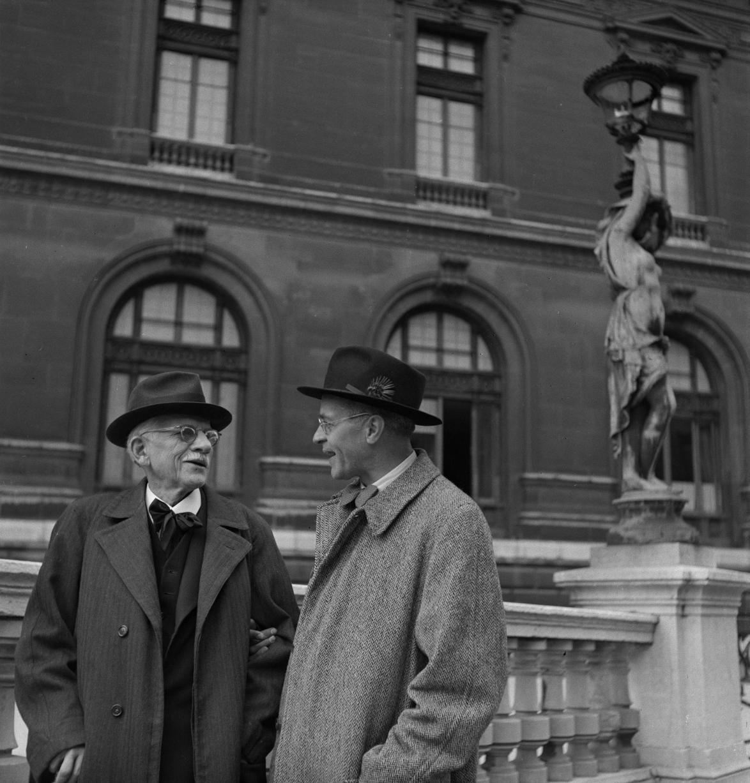 07. Ганс Пфицнер и мюнхенский дирижёр Бертиль Ветцельсбергер перед Парижской оперой